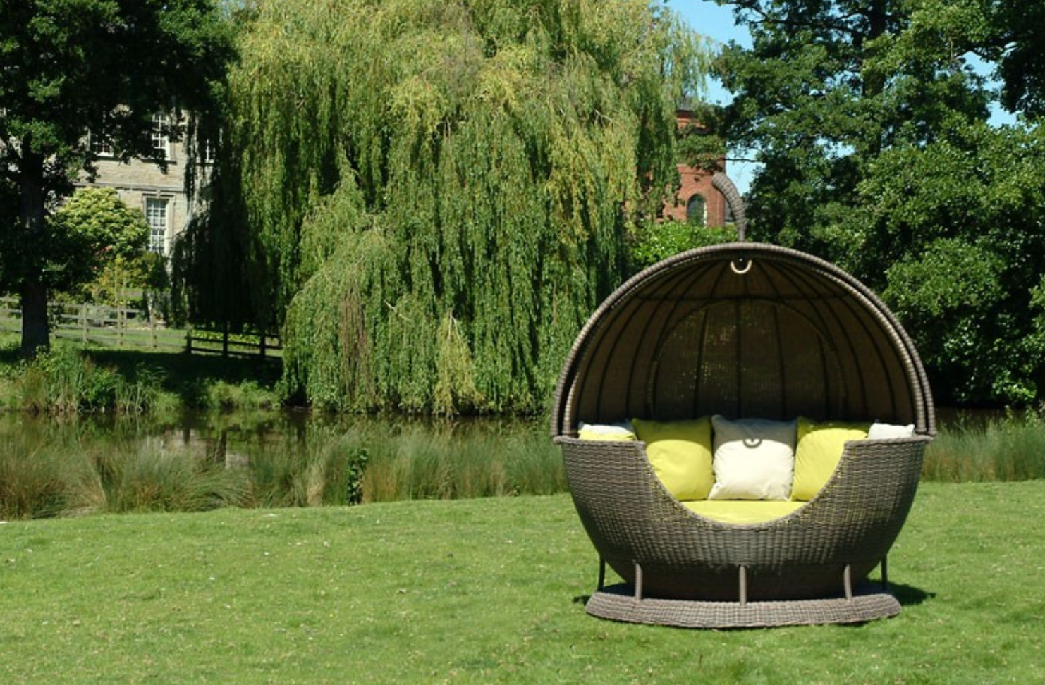 Helios Apple Day Bed